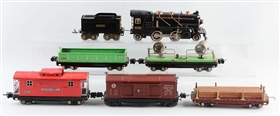 LOT OF 7: LIONEL NO. 262 LOCOMOTIVE & FREIGHT CARS.