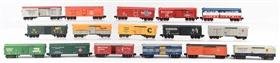 LOT OF 16 : AMERICAN FLYER FREIGHT CARS