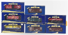 LOT OF 8: AMERICAN FLYER ROLLING STOCK.