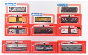 LOT OF 10: AMERICAN FLYER ROLLING STOCK.
