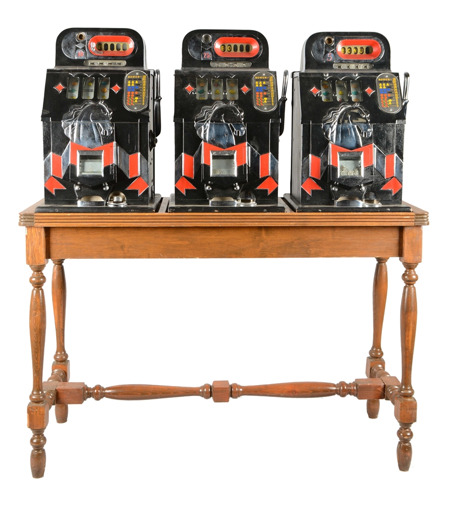 **Lot Of 3: 5¢, 10¢, 25¢ Mills Horse Head Slot Machines With Wood Stand.