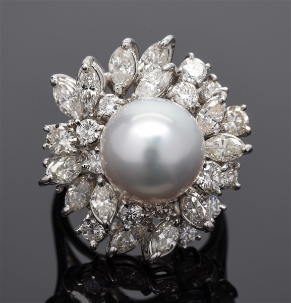 18K WHITE GOLD DIAMOND & PEARL RING.