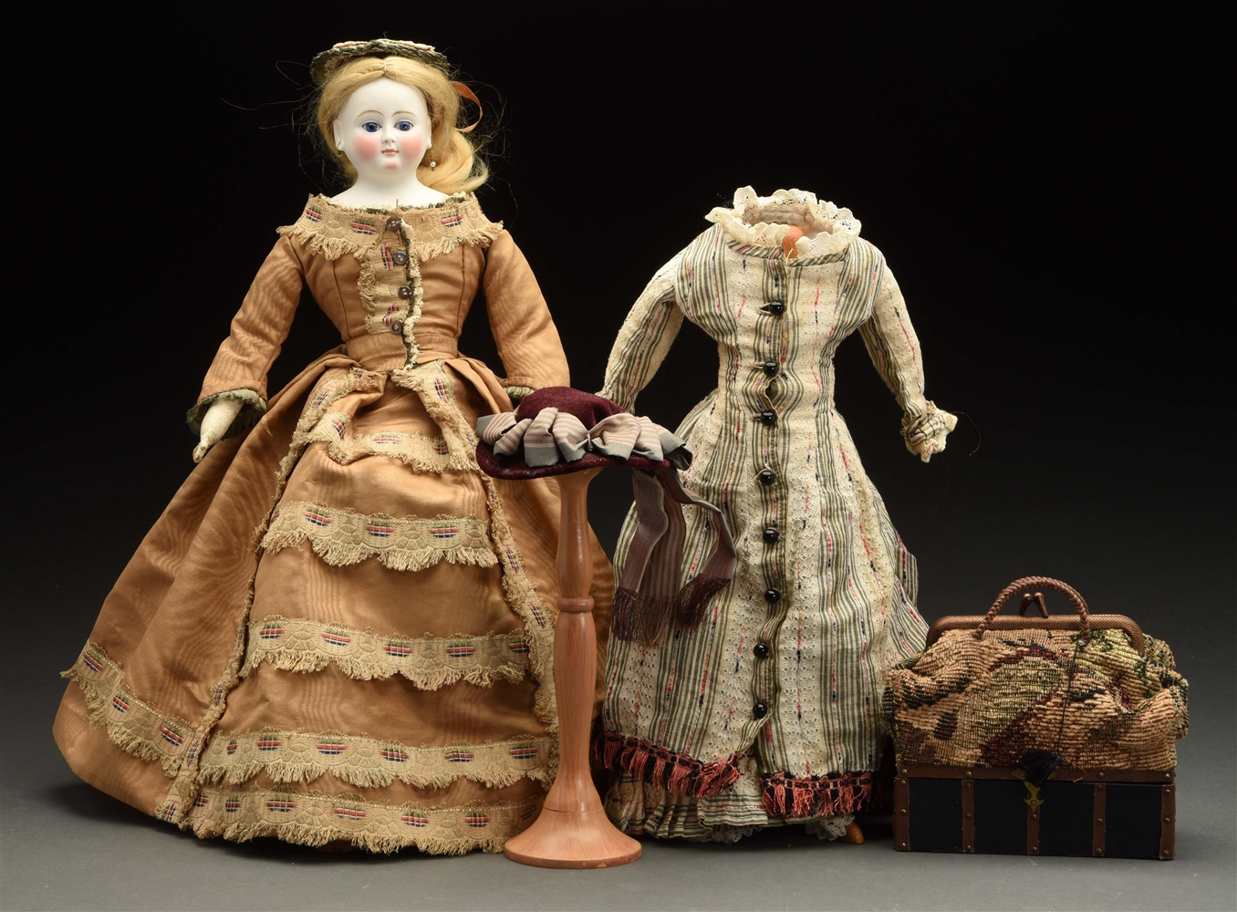 Lovely German Fashion Doll with Extra Clothes.