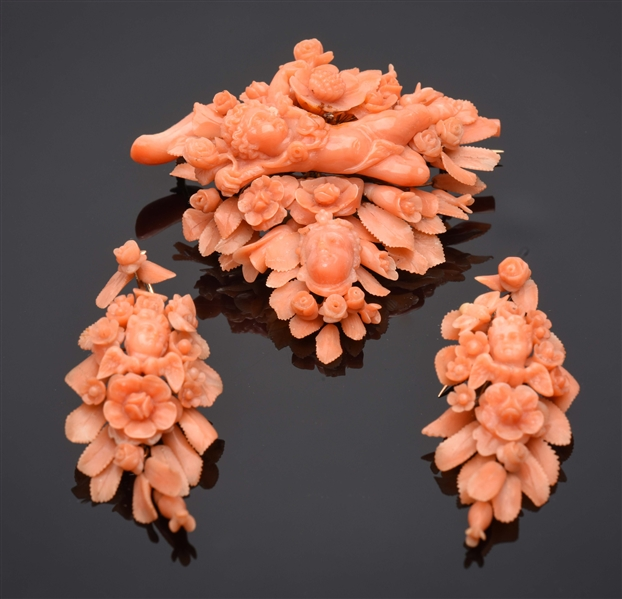 ANTIQUE GOLD VICTORIAN CARVED CORAL JEWELRY SUITE.
