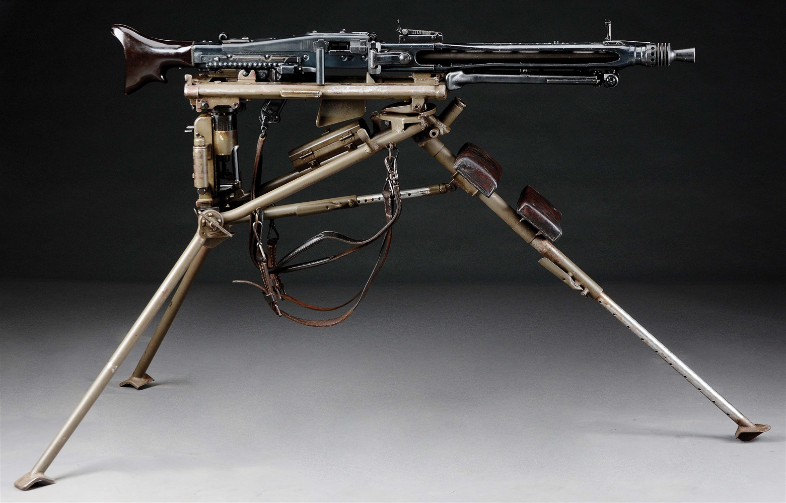 (N) SUPERB AND ICONIC GERMAN WW2 MAUSER MANUFACTURED MG 42 MACHINE GUN ON LAFETTE MOUNT (CURIO & RELIC)
