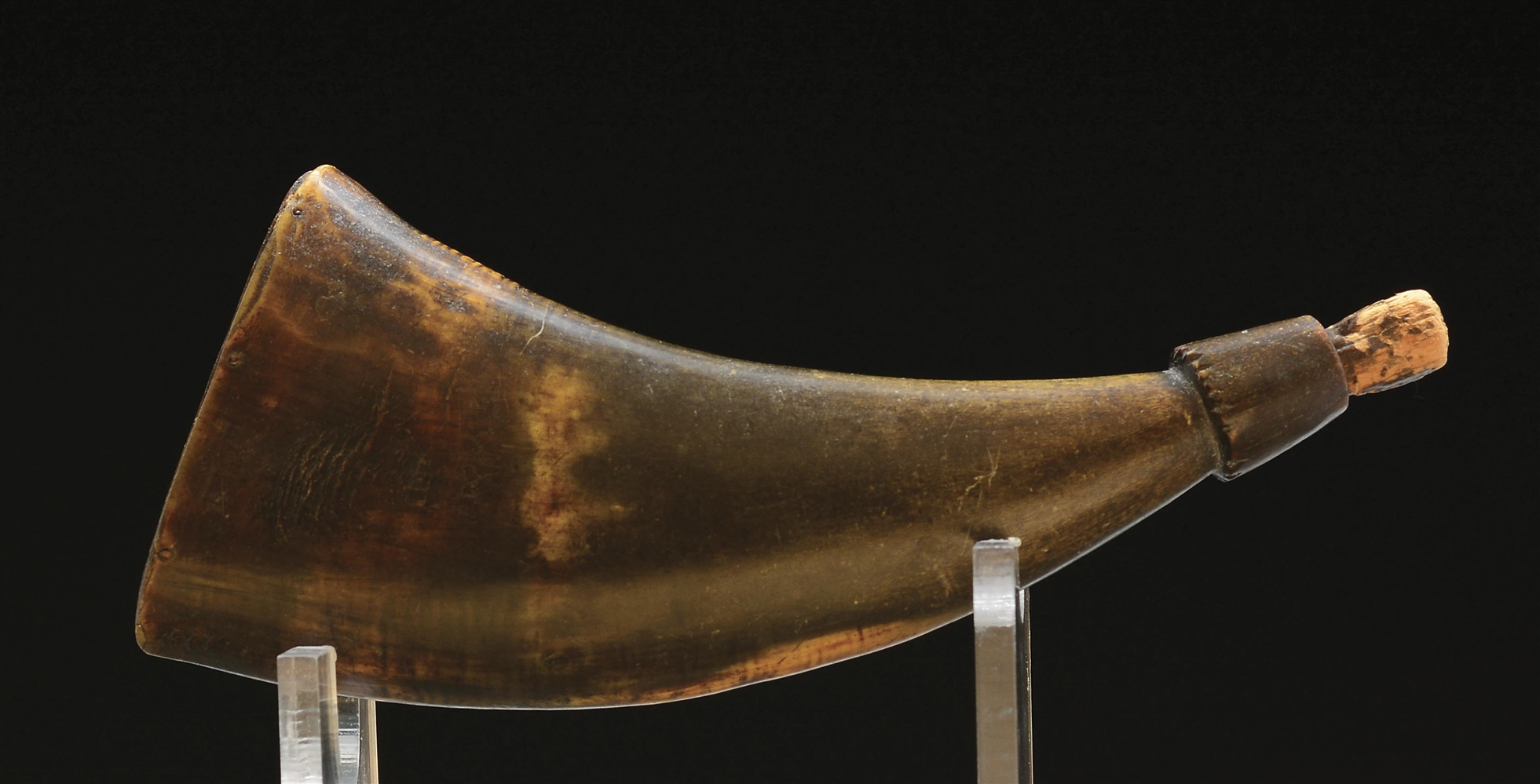 SMALL POWDER HORN WITH BUTT INSCRIBED WITH INITIALS AND DATE, 1767.