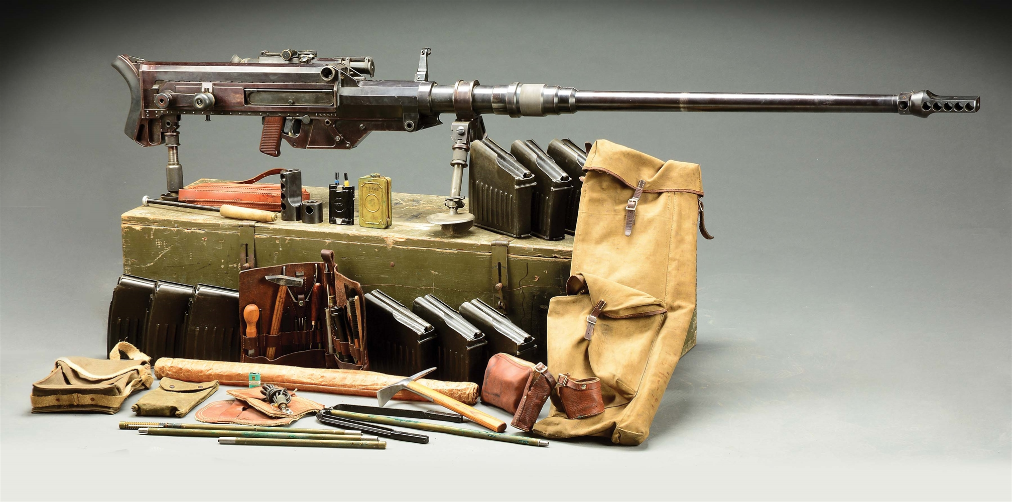 (D) ATTRACTIVE MATCHING SOLOTHURN S18-1000 ANTI-TANK RIFLE WITH CRATE AND GUNNERS ACCESSORIES KIT (DESTRUCTIVE DEVICE).