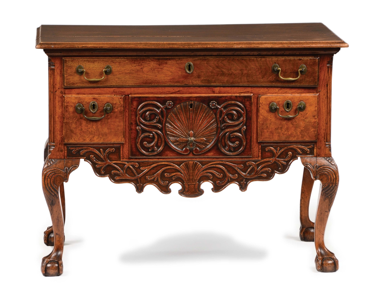 CHIPPENDALE CARVED WALNUT DRESSING TABLE. LANCASTER, PENNSYLVANIA. CIRCA 1780.