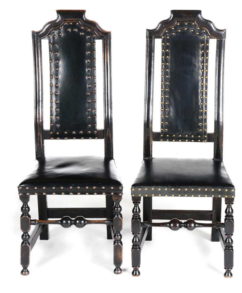 A PAIR OF WILLIAM AND MARY SIDE CHAIRS. BOSTON, MASSACHUSETTS. MAPLE, OAK. CIRCA 1720.