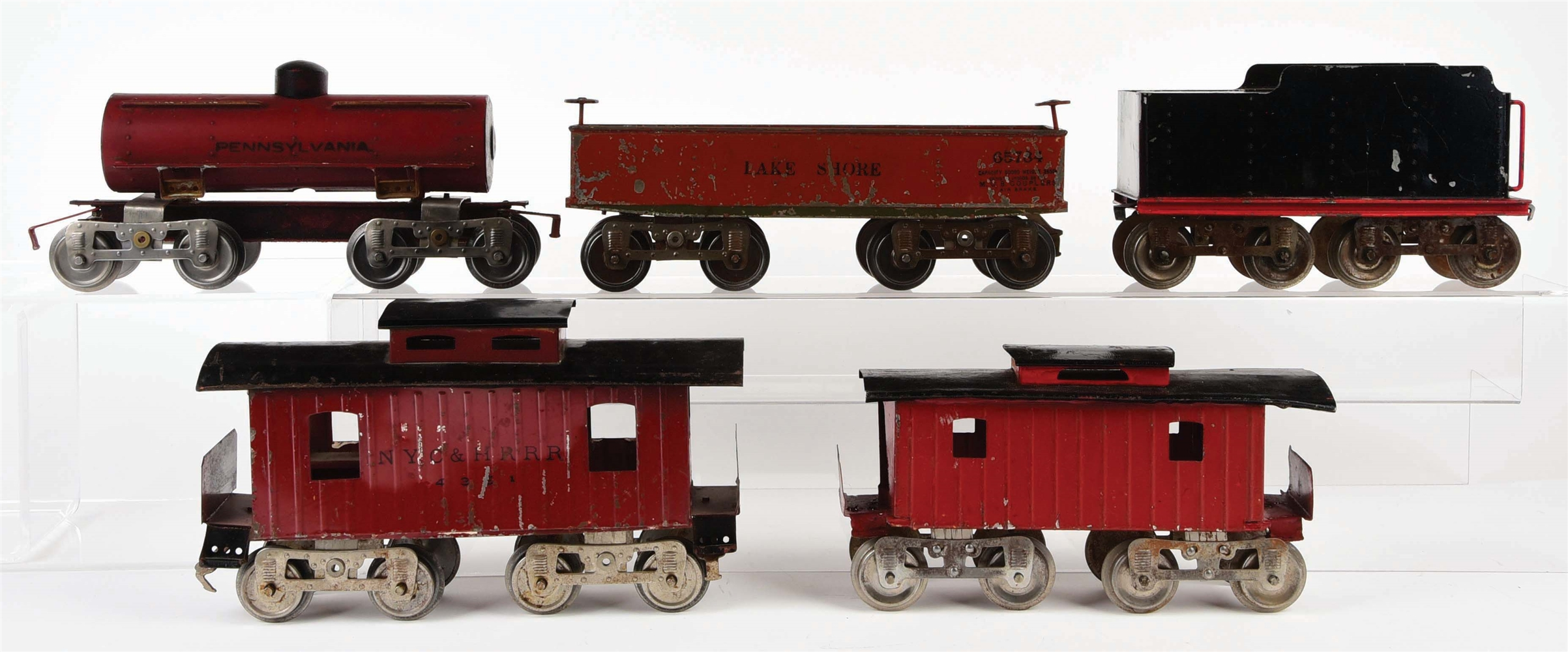 LOT OF 5: EARLY LIONEL STANDARD GAUGE FREIGHT CARS AND TENDER.