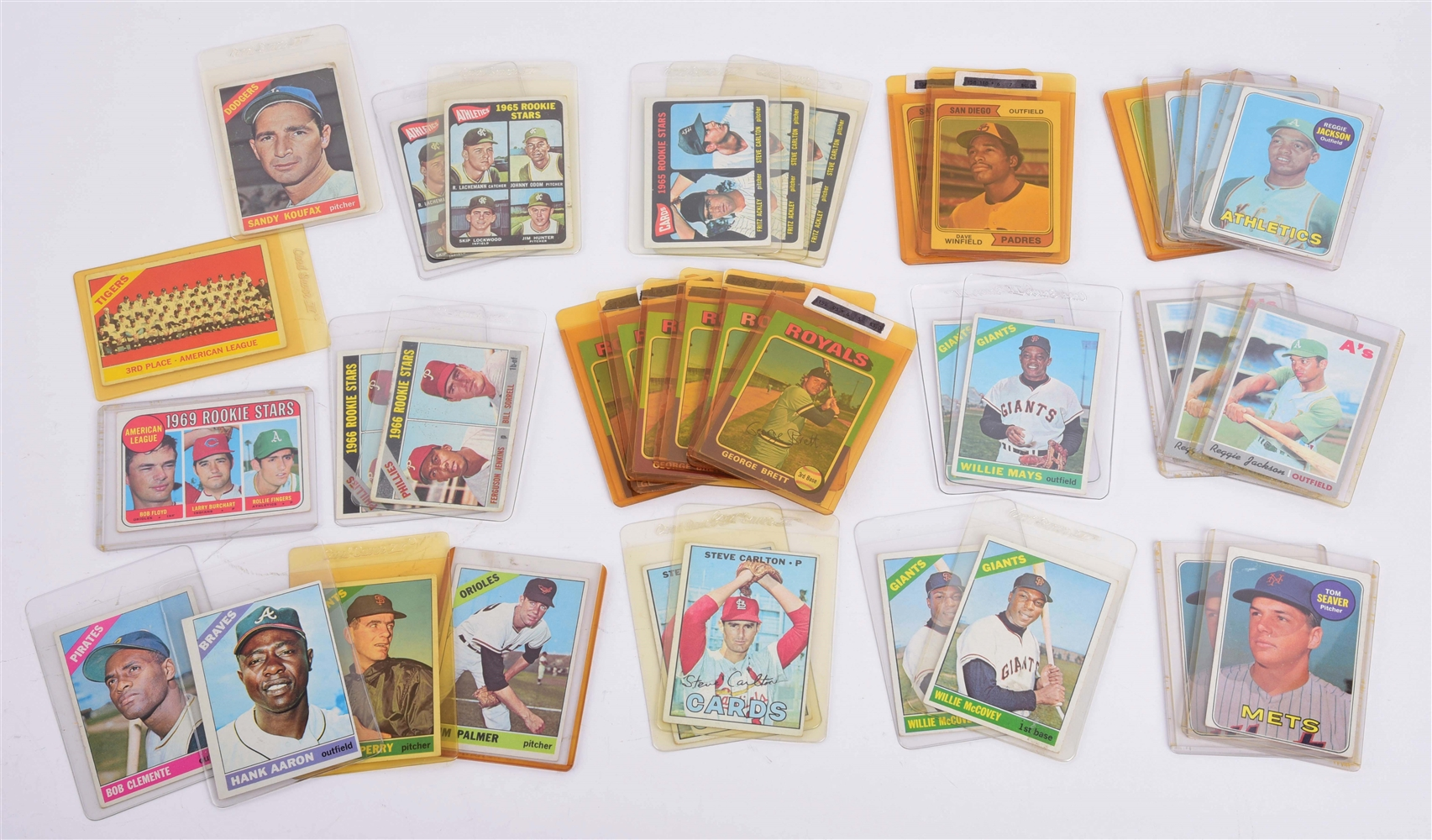 LOT OF 37: NICE TOPPS 1960S AND 1970S BASEBALL CARDS.